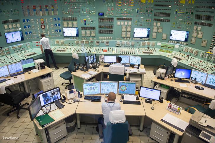 Vezérlő, ami kívülről kísértetiesen hasonlít a Csernobil sorozatban láthatóra, de a technológiája már teljesen más. A sorozatot egyébként egy litván erőműben vették fel.