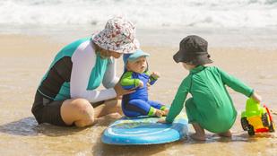 Kisgyerekkel strandolsz? Ezeket mindenképp tudnod kell