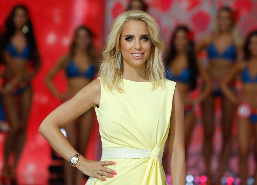 Rogán Cecília halványsárga estélyi ruhát viselt a Magyarország Szépe - Miss World Hungary 2019-es döntőjében.