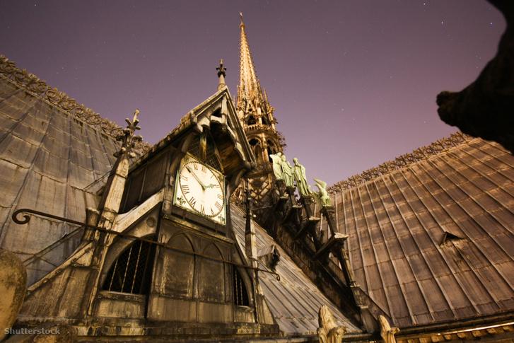 Az eredeti óra a Notre-Dame-székesegyháznál