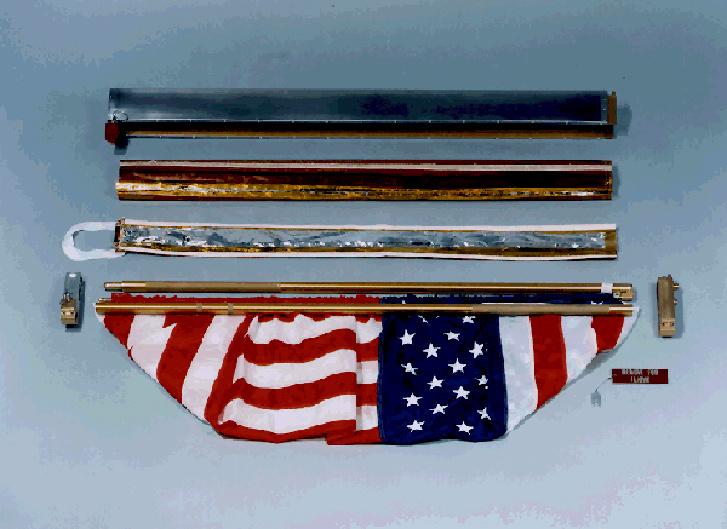 A zászló még szétszerelt állapotban