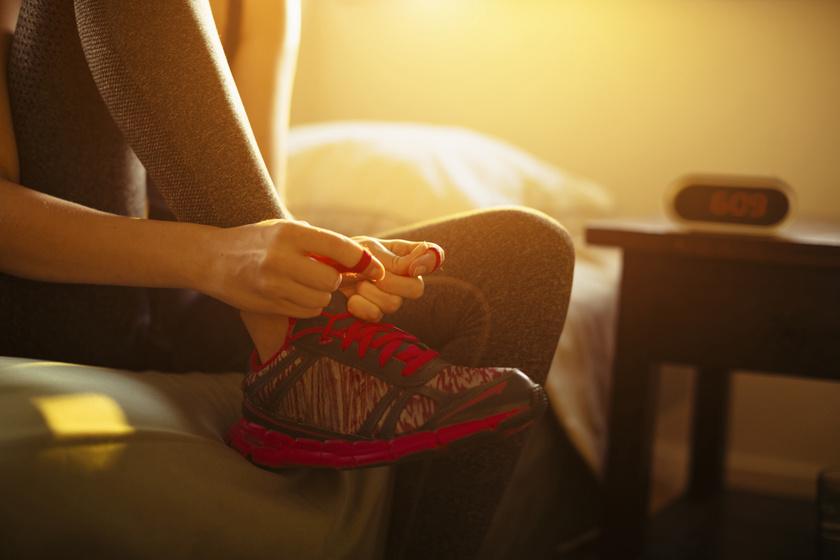 Reggel vagy este érdemes edzeni? Mutatjuk, melyik égeti jobban a zsírt
