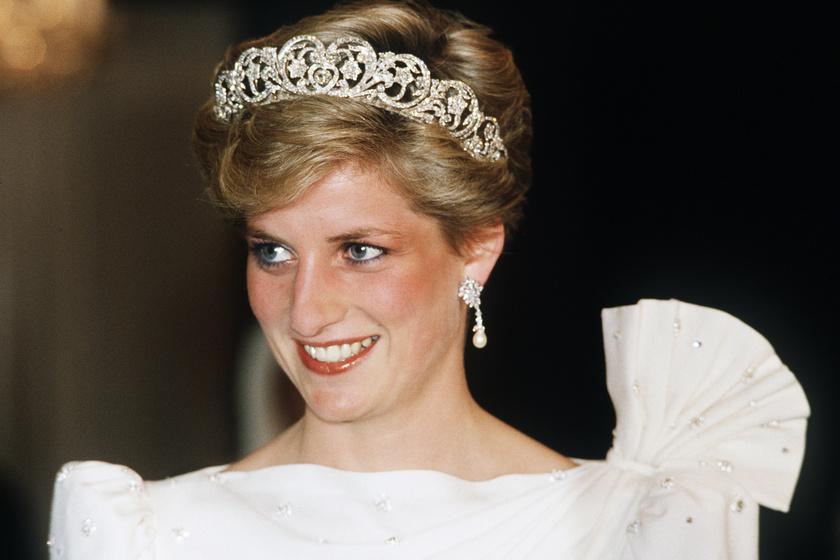 Diana 28 éves unokahúga álomszép - Kitty hercegnőként tündökölt az esti partin