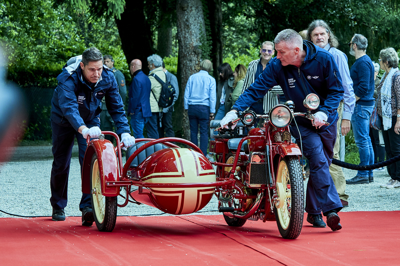DKW Super Sport 500. Az 1920-as évek végén a DKW adta el a legtöbb motorkerékpárt a világon. 1929-ben modernizálták a csúcsmodellt, a vízhűtéses kéthengeres, kétütemű ötszázas tizennyolc lóerejével megfutotta a százhúszat
