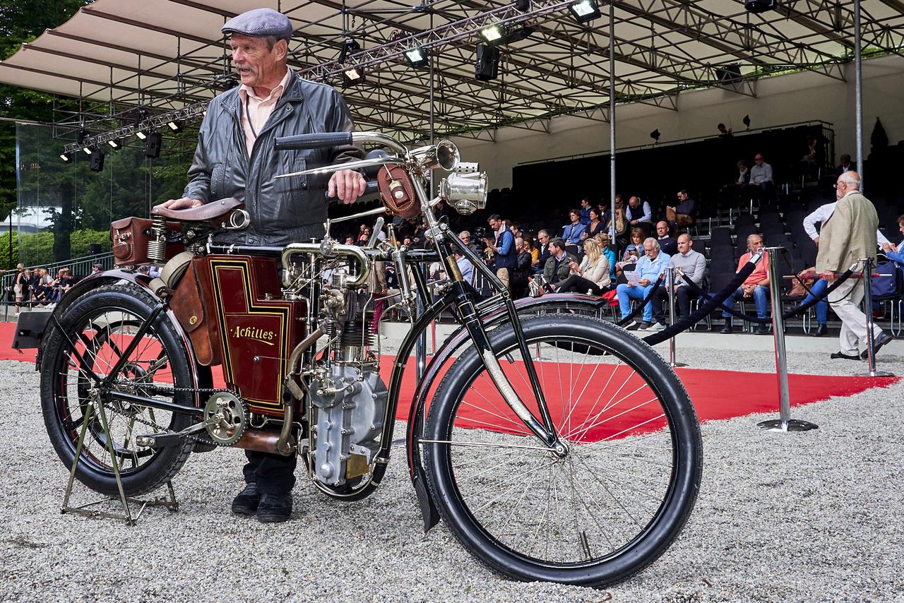 A százévesnél öregebb motorok közül ezt az Achilles 3 ½ PS-t választották a legszebbnek. Az1904-es évjáratú ötszázas gép kora legerősebb egyhengerese volt; észak-Csehországban készült