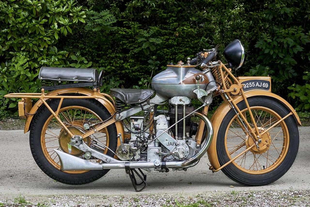 """MGC N3A """"Écrémeuse"""", 1929. A fura formájú gép megnyerte a kategóriáját – nem meglepő, elég ritkán lehet tej fölözésére szolgáló szerkentyűre emlékeztető tankot látni motorkerékpáron. Összesen csak 227 darab motor készült MGC logo alatt"""