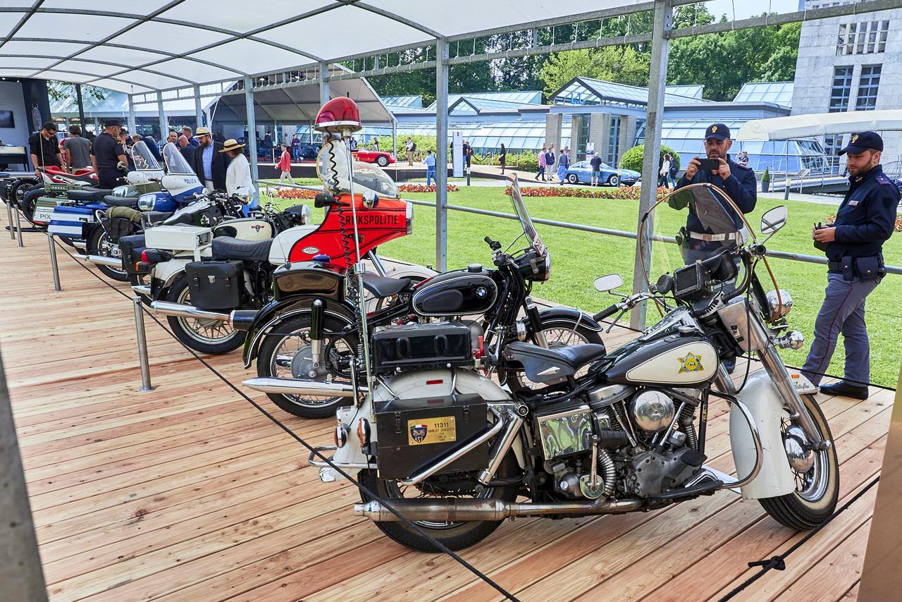 A rendőrmotorok kategóriája volt az egyik legerősebb idén. Ez az 1965-ös, 1207 köbcentis motorral hajtott, lábkapcsolású váltós Harley-Davidson FLH Electra Glide nyert. Nem véletlenül volt népszerű a helyi rendőrök, csendőrök körében