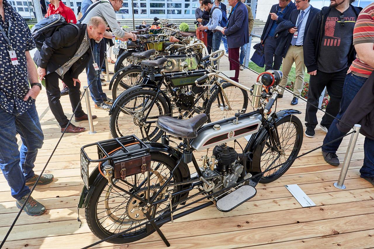 """A legrégebbi gépek a """"Still in Action: Motorcycles more than 100 Years Old"""" kategóriában játszottak. Ez a Bianchi C 75. A főleg kerékpárjairól híres cég első, nagyobb szériában készített motorja. Egy henger, 498 köbcenti"""
