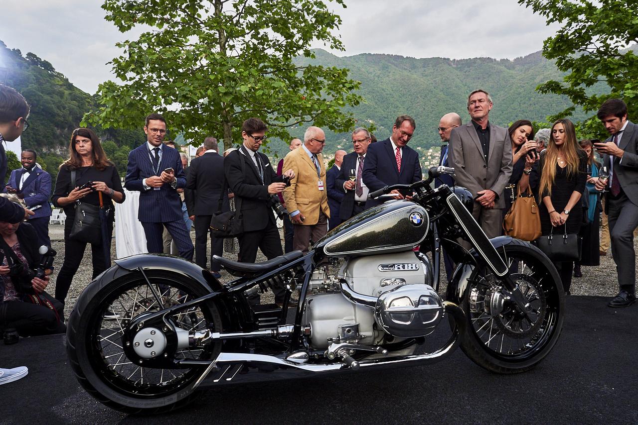 A BMW minden évben bemutat valamilyen tanulmányt, kísérleti járművet. Idén az R18 Concept érkezett, a szokásos boxer elrendezésű blokk már 1,8 literes és persze a kardántengely is a helyén van