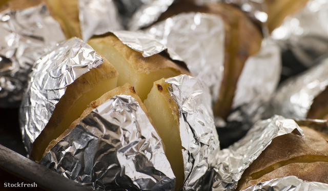 stockfresh 79811 tray-of-jacket-potatoes-wrapped-in-foil sizeM
