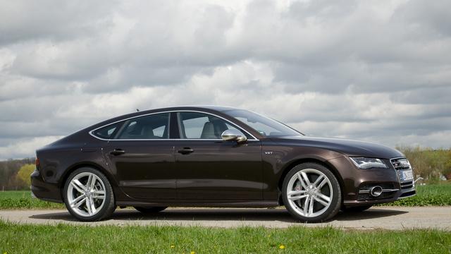 Ízlés kérdése, ez tetszik jobban, vagy a CLS-Merci. A BMW 5 GT-t inkább hagyjuk.