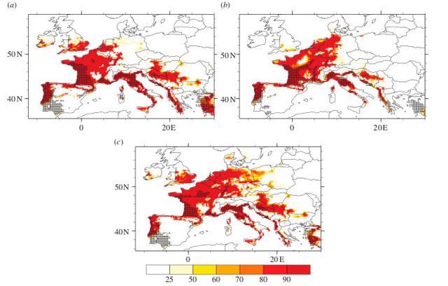 A 2030-2050 közti előrejelzésen látható az évi legalább 500 milliméter csapadékos, 11 Celsius-fokos éves átlaghőmérsékletű és fagy nélküli területek valószínűségének aránya (%), fekete pontozással jelölve pedig a tigrisszúnyok várható elterjedése. (forrás: Journal of the Royal Society Interface)