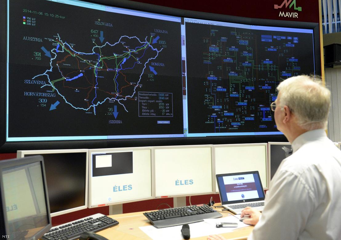 A Magyar Villamosenergia-ipari Átviteli Rendszerirányító Zrt. (MAVIR) irányítóközpontjának szimulátorterme 2014. november 6-án.