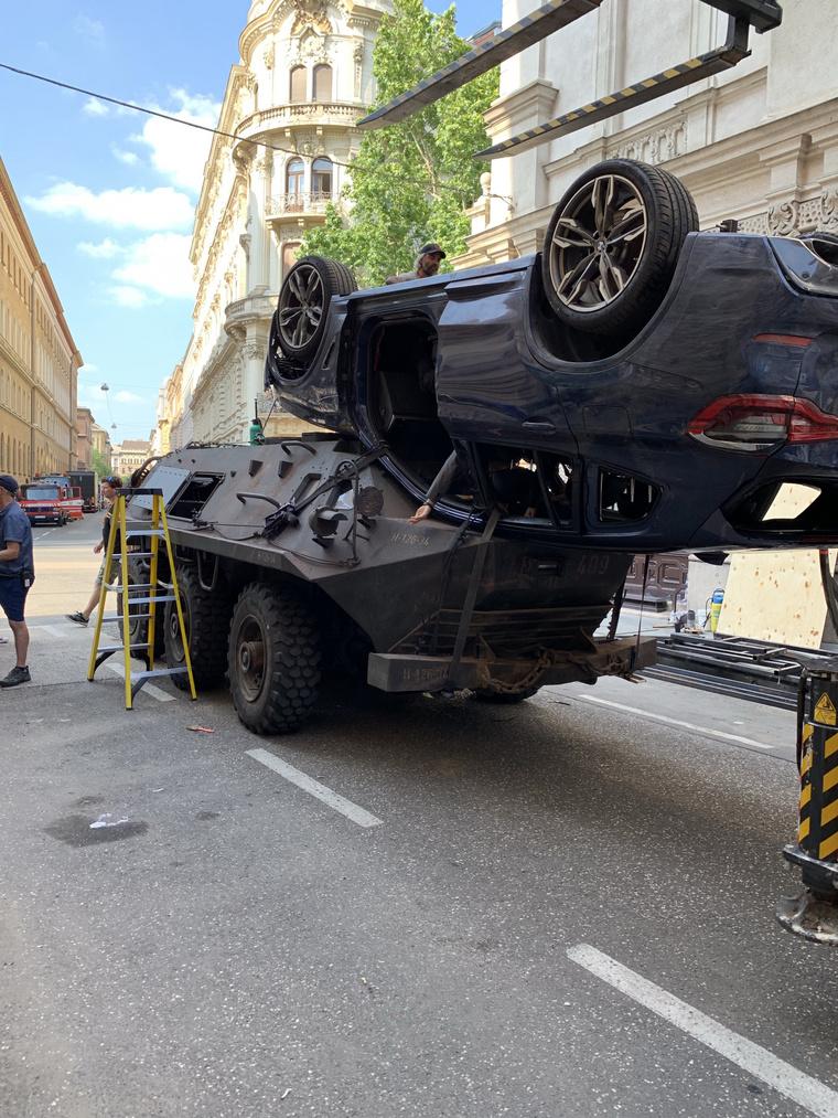 Az autós üldözés díszlete a Fekete Özvegy forgatásán.