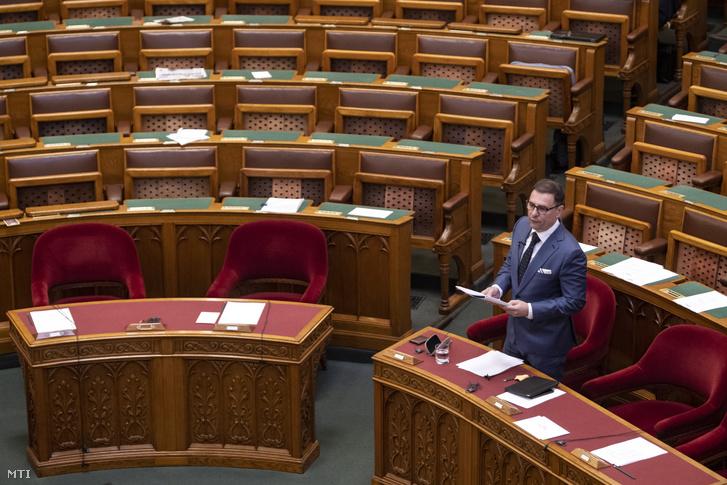 Tuzson Bence, a Miniszterelnökség államtitkára, az Országgyűlés plenáris ülésén 2019. június 18-án