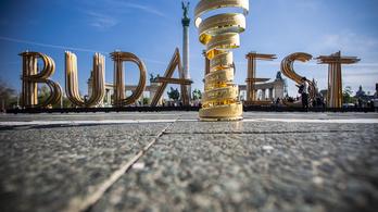 A Giro d'Italia bemutatja a pesti világörökséget, a Dunakanyart és a Balatont is