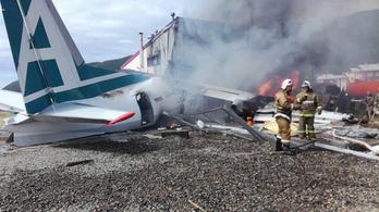 2 pilóta meghalt, amikor egy repülő túlfutott a leszállópályán Oroszországban