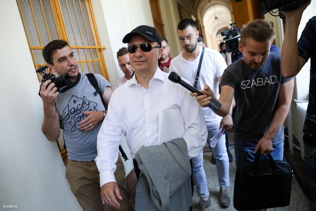 Nikola Gruevszki távozik a tárgyalásról