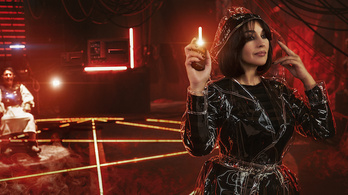 Monica Bellucci okostelefonon vadássza le a lelkeket