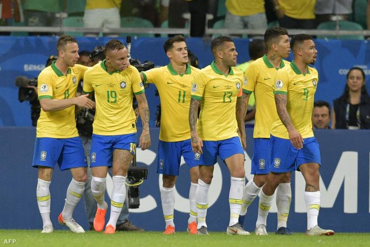 A brazil támadások felelősei: Arthur, Everton, Coutinho, Dani Alves, Firmino, Gabriel Jesus (b-j)