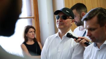 Elnézést, Gruevszki úr, megadná a telefonszámát?