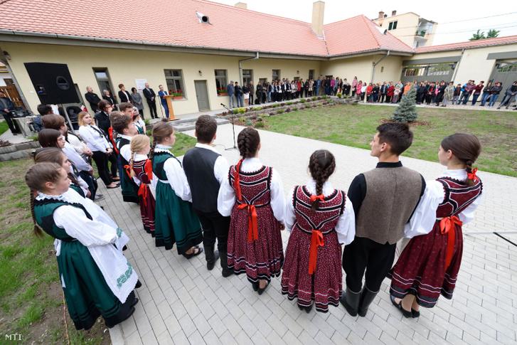 A magyar kormány támogatásával tankonyhát adtak át a nagyenyedi Bethlen Gábor Református Kollégiumban 2019. május 8-án
