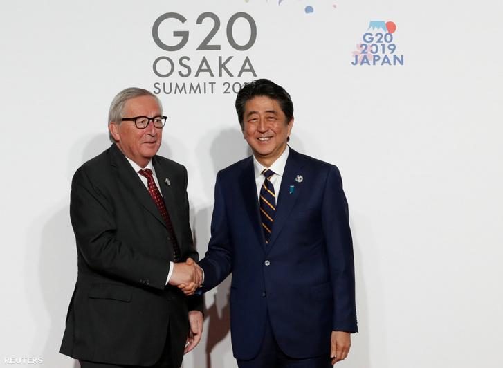 Jean-Claude Juncker és Abe Shinzó japán miniszterelnök a G-20 találkozón 2019. június 28-án