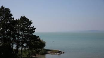 Nem engedi a Balatonhoz a horgászokat Tiborcz és Mészáros cége