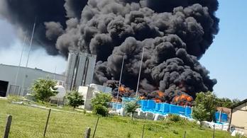 Hatalmas lánggal égett a szigetelőanyag Nyirádon