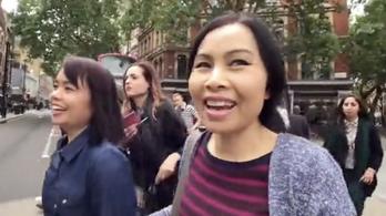 Szelfizés közben rögzítették a zsebelést a zebrán átkelő nők Londonban