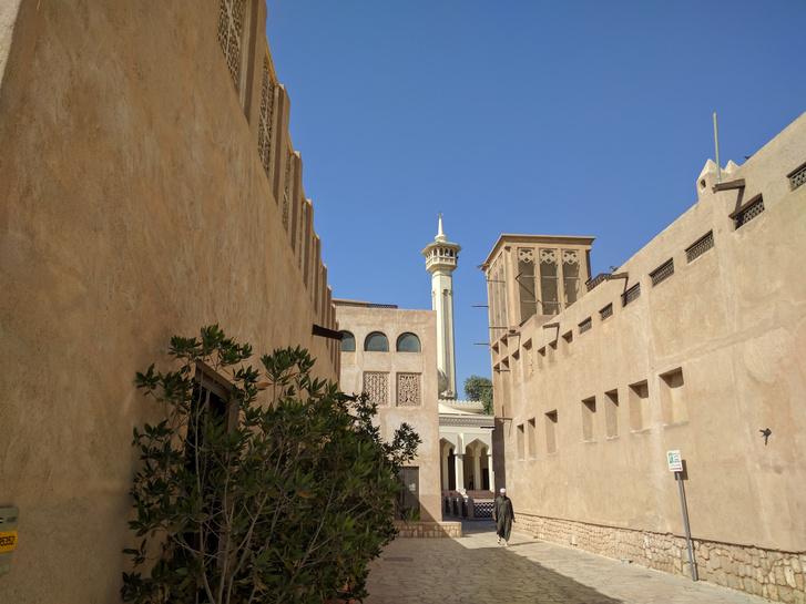 Kicsit steril, de mégiscsak elég jó képet ad a múltról: a helyreállított Al-Fahidi negyed Dubaj óvárosában.