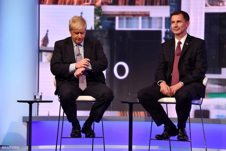 Boris Johnson és Jeremy Hunt a BBC által szervezett televíziós vitán 2019. június 18-án.