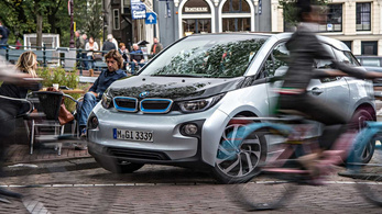 Hétfőtől hanggenerátorral kell felszerelni az új elektromos autókat