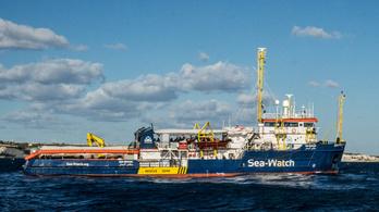 Kikötött a Sea-Watch 3 civil mentőhajó Olaszországban
