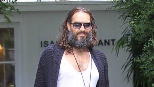 Nyári mikulás vagy hajléktalan? Ja, nem, csak Russell Brand felejtett el borotválkozni