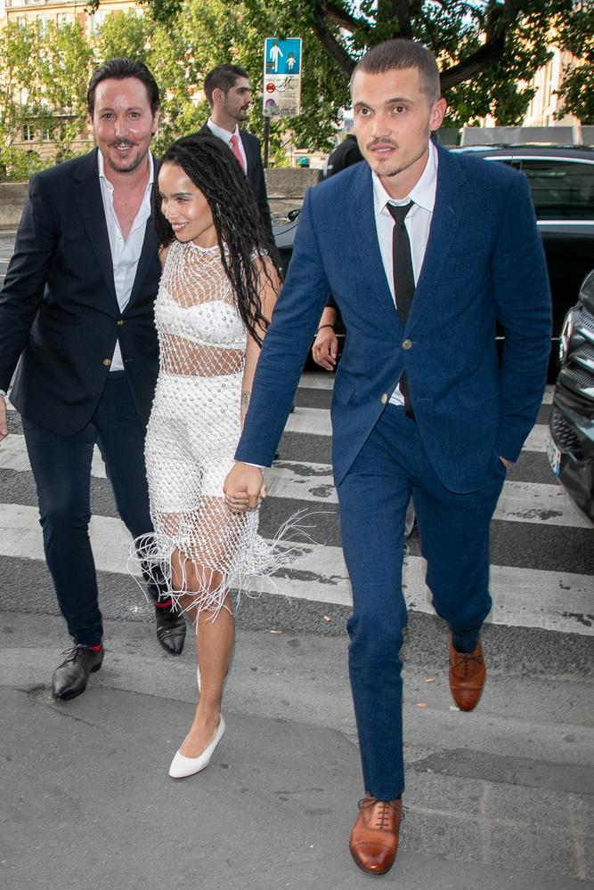 Rengeteg híresség tiszteletét tette Zoe Kravitz és vőlegénye, Karl Glusman esküvői ebédjét, amit közvetlenül a házasság előtt egy nappal tartották meg