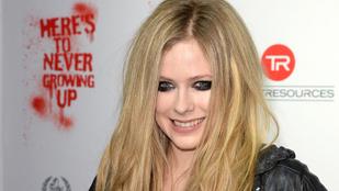 Több év kihagyás után, jótékony célból indul újra turnéra Avril Lavigne