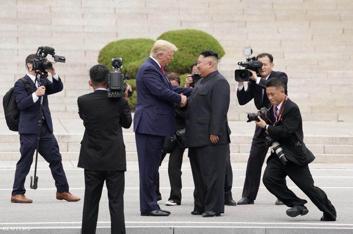 Donald Trump és Kim Dzsongun 2019. június 30-án.