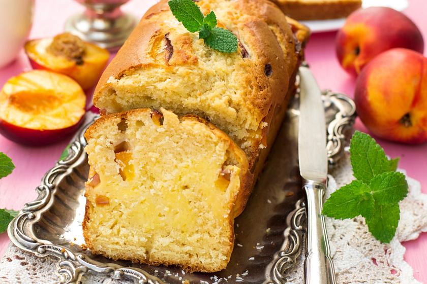 Pofonegyszerű, túrós kevert süti barackkal sütve: csak keverd össze a hozzávalókat