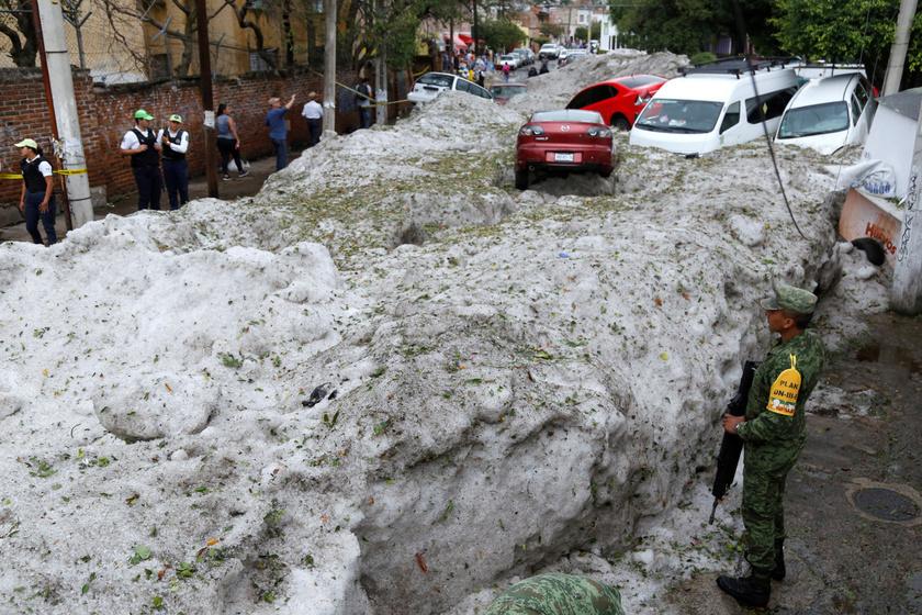 Guadalajarában az elmúlt hetekben mindennap 30 °C felett volt a hőmérséklet. Korábban is előfordult már jégeső, de ilyen szélsőséges viharra még nem volt példa a városban.