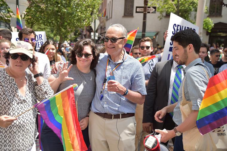 És New York szenátora, Chuck Schumer is ott volt