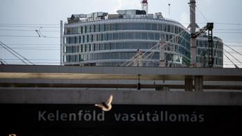 Újjáépülő fővárosi csomópont ikonikus épülettel