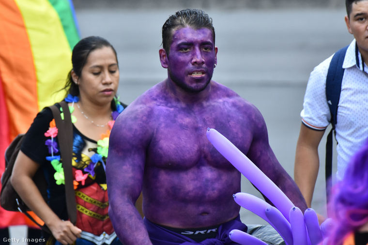 Ő egy lila Hulk