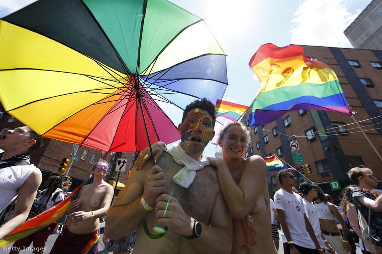 Budapesten július 6-án lesz a pride felvonulás, de sok helyen a múlt hétvégén tartották a menetet, mert június 28-án volt az 50