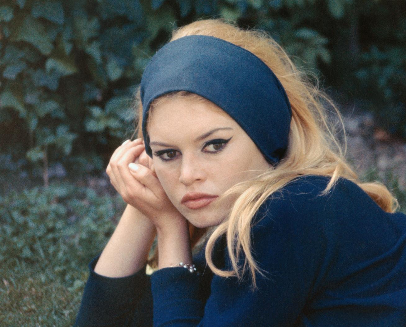 brigitte-bardot-meztelen-cover