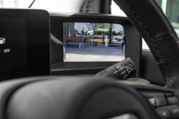 Egészen meglepően jól használhatónak tűnik a monitoros tükör