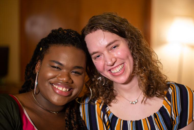 Jari Jones (balra) és Corey Kemspter (jobbra) még férfiként találkoztak egymással az egyetemen, ahol hamar összebarátkoztak