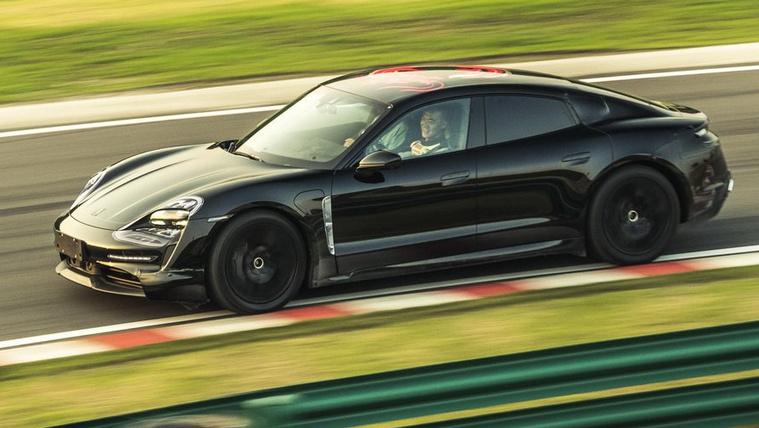 Elektromos prototípussal turnézik a Porsche