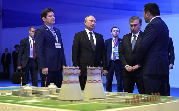 Vladimir Putyin és Üzbegisztán elnöke, Shavkat Mirziyoyev 2018 október 19-én Üzbegisztán első üzemi atomerőművének jövőbeni építése okán megrendezett eseményen. Az orosz Rosatom két egységet épít majd, melyek mindegyike 1200 megawatt kapacitással rendelkezik, a Tudakul-tó közelében, Navoi és Bukhara régió határain.