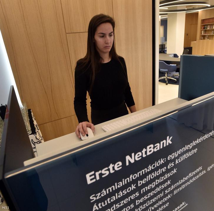 Számítógépes terminál az Erste új bankfiókjában